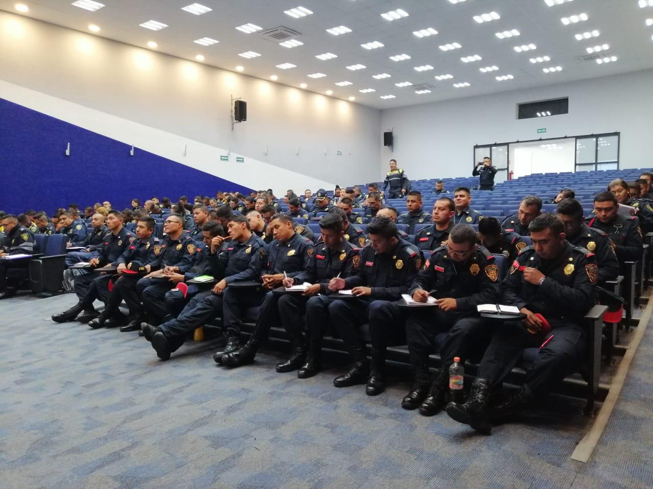 Policías de la SSC se capacitan para reforzar sus conocimientos en la revisión de vehículos