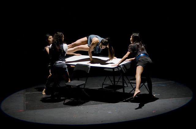 Danza Capital compañía invitada de la temporada De todo como en botica