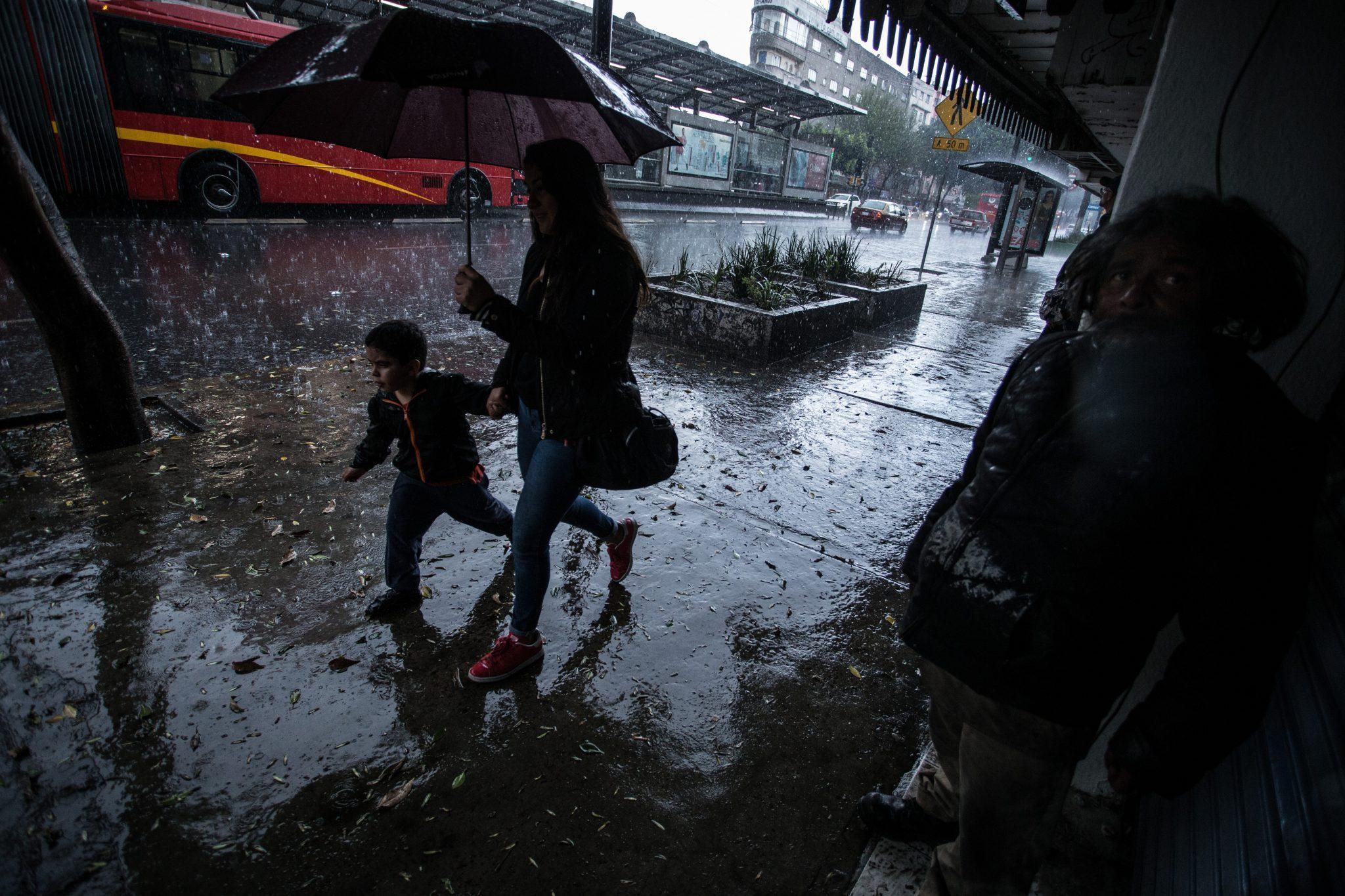 Jueves con lluvias fuertes al Poniente de la Ciudad