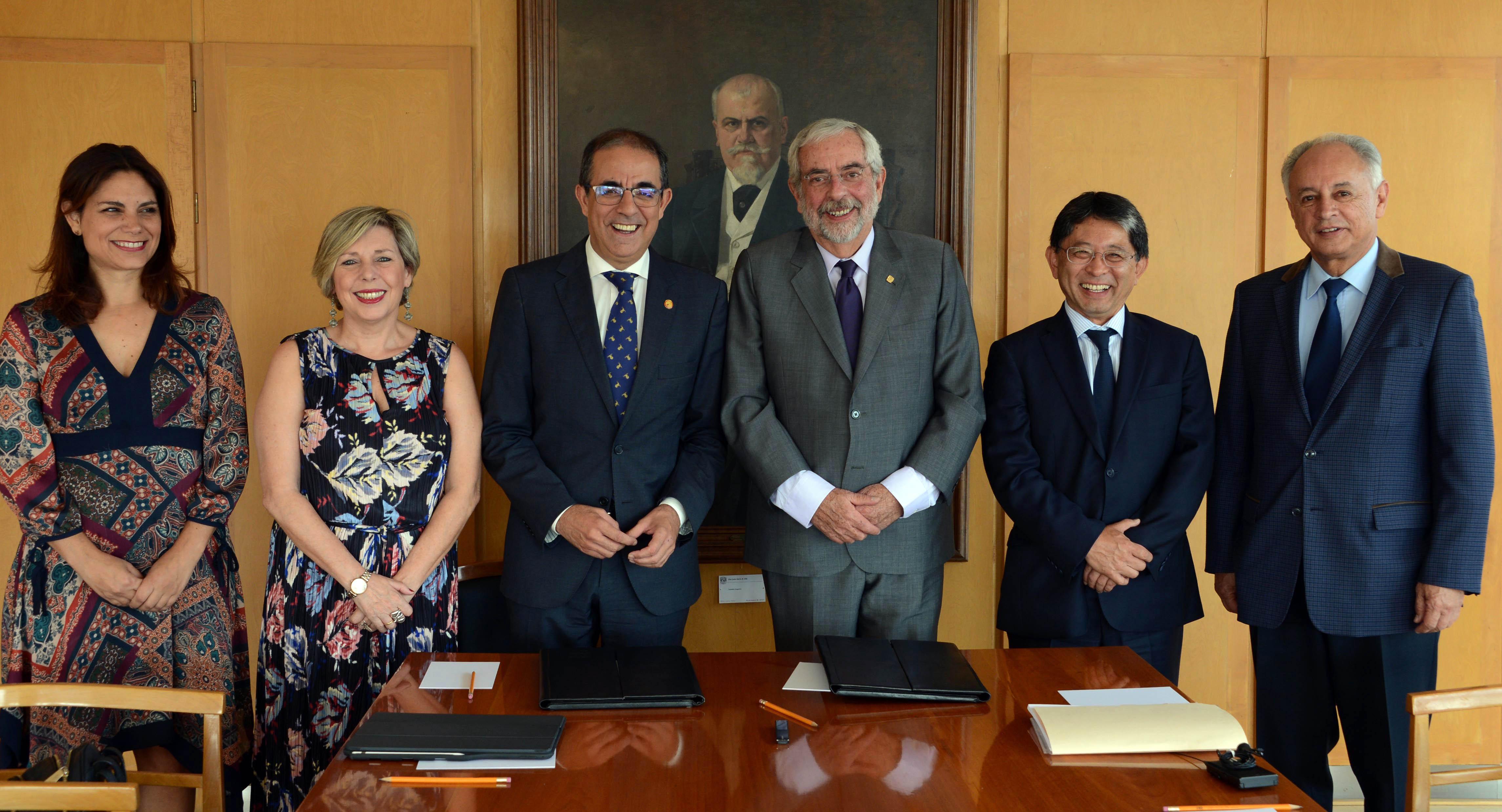 Acuerdan UNAM y Universidad de Sevilla doble Titulación en Posgrado