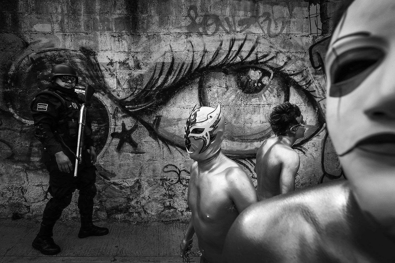 El fotoperiodista Juan Carlos Reyes expone al ser humano desde el espejo del