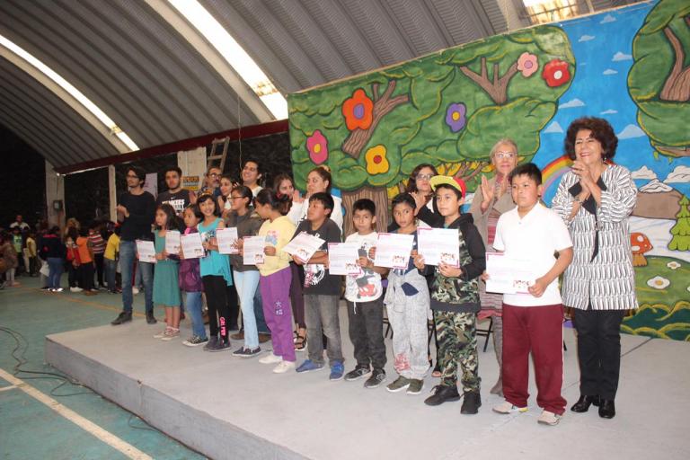 Tlalpan entrega apoyos económicos a niñas y niños
