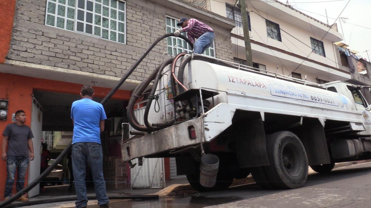 Más de 5 Millones de Litros de Agua ha repartido la Alcaldía Iztapalapa por suspensión derivada de sustitución de tubería