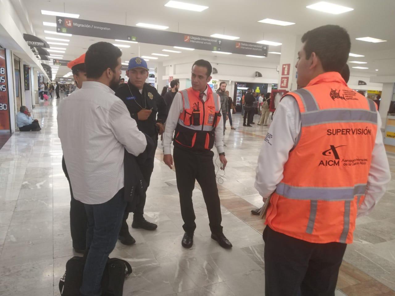 Policías Auxiliares de la SSC devuelven 25 Mil Pesos de un Cajero Automático en el Aeropuerto Capitalino