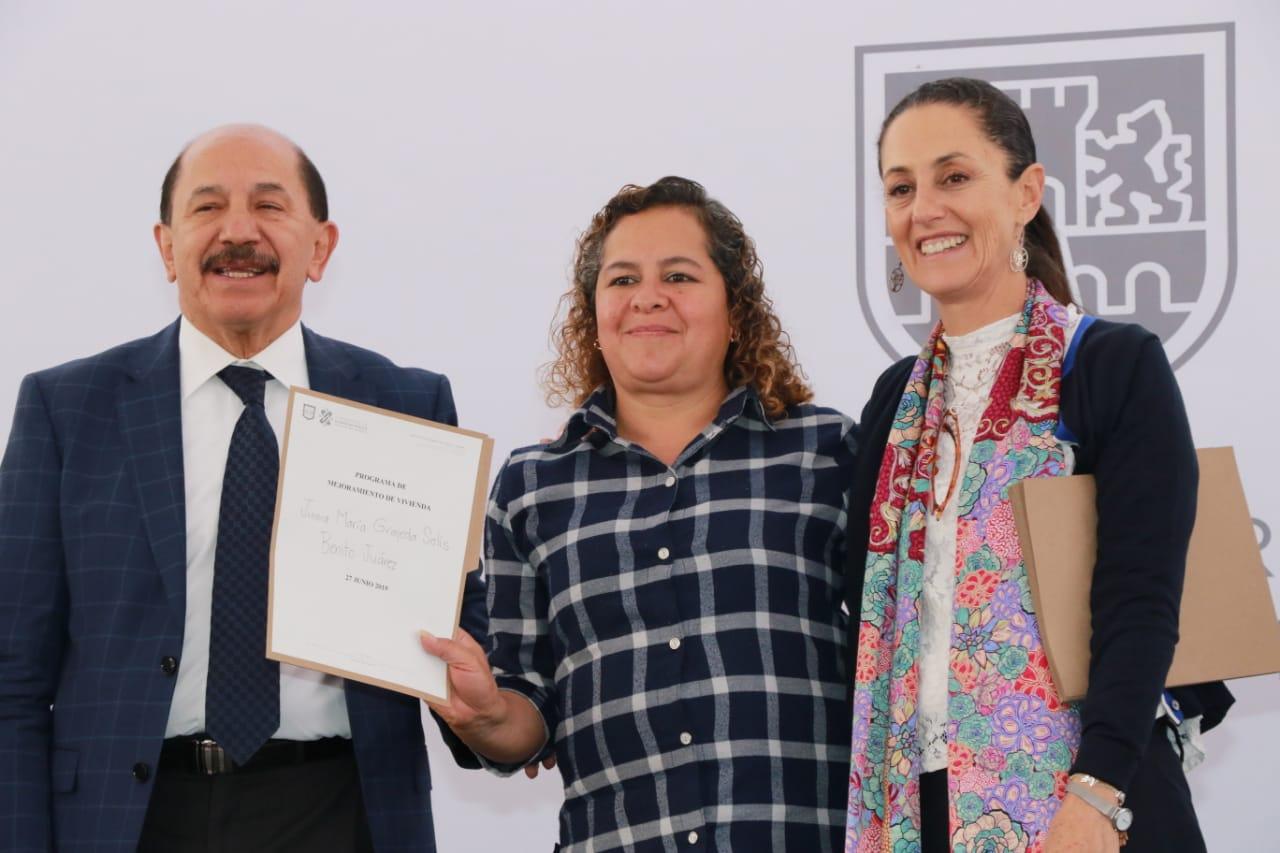 Beneficia Gobierno de la CDMX a más de mil familias con entrega de créditos para el mejoramiento de vivienda