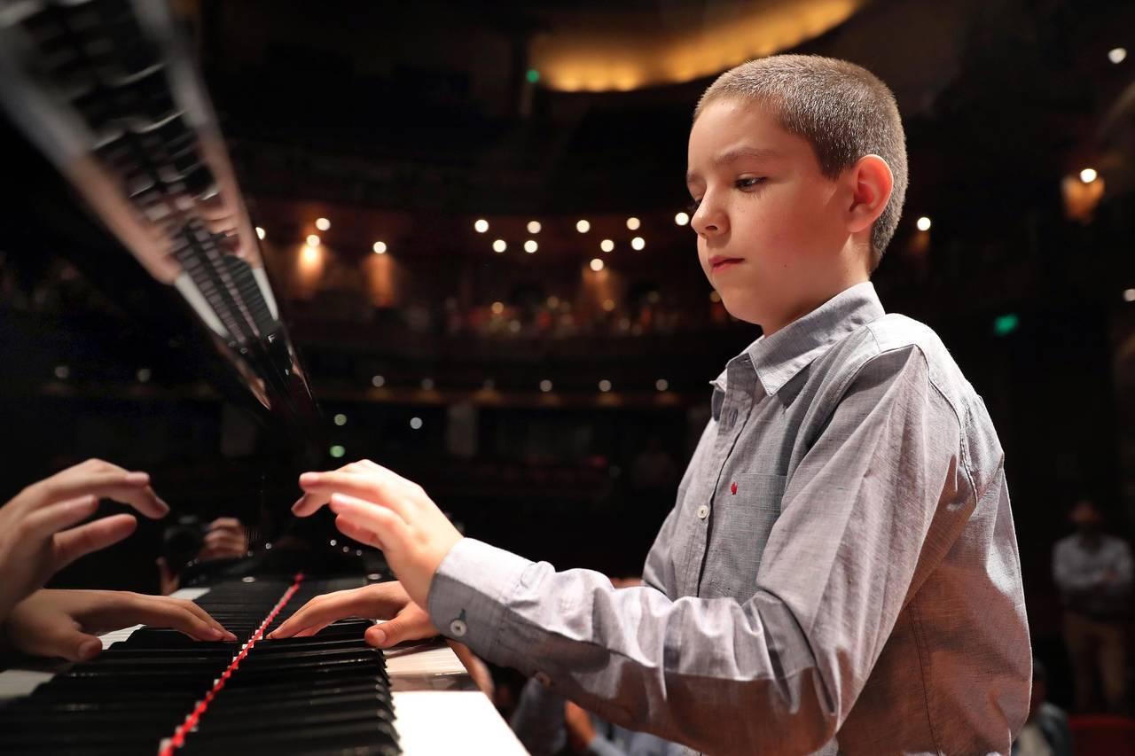 Niños y adultos mazahuas recorrerán el Palacio de Bellas Artes acompañados del joven pianista Sergio Vargas