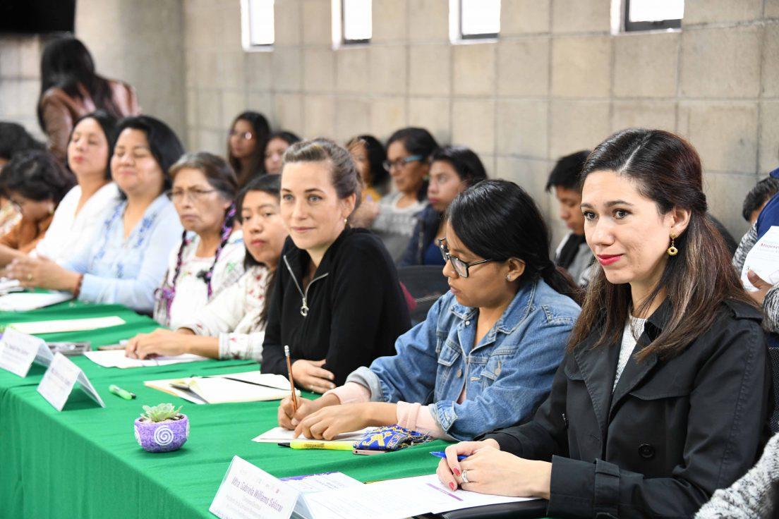 Imparten taller para fortalecer liderazgo de mujeres indígenas