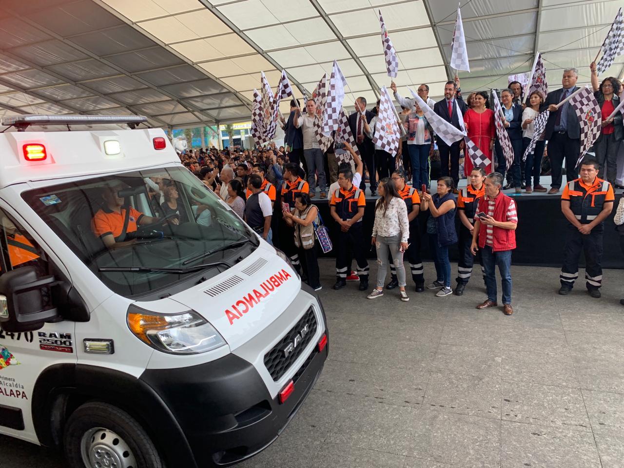 Entrega Clara Brugada 15 Ambulancias nuevas para agilizar atención prehospitalaria en Iztapalapa y salvar vidas