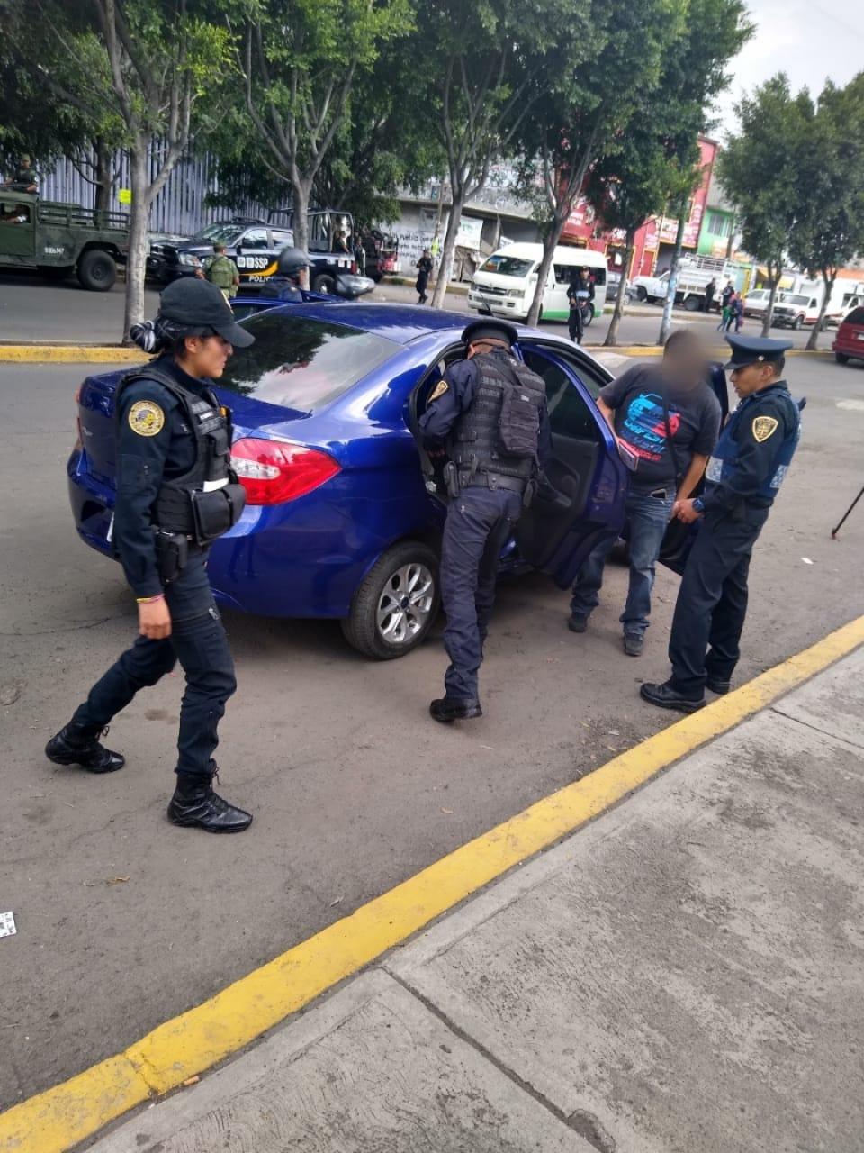 Policías de la SSC instalaron puntos de revisión en la Colonia Desarrollo Urbano Quetzalcóatl