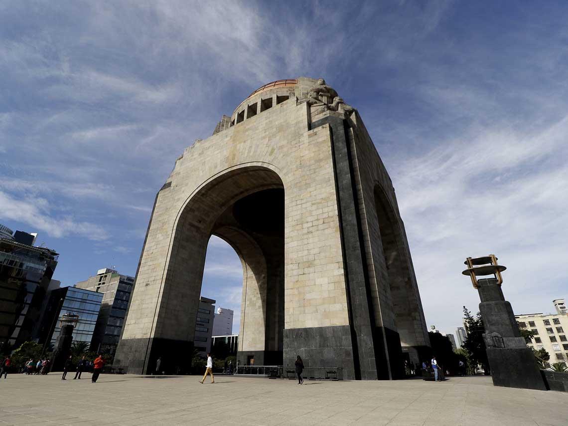 Inauguran Gran Remate de Libros en el Monumento a la Revolución
