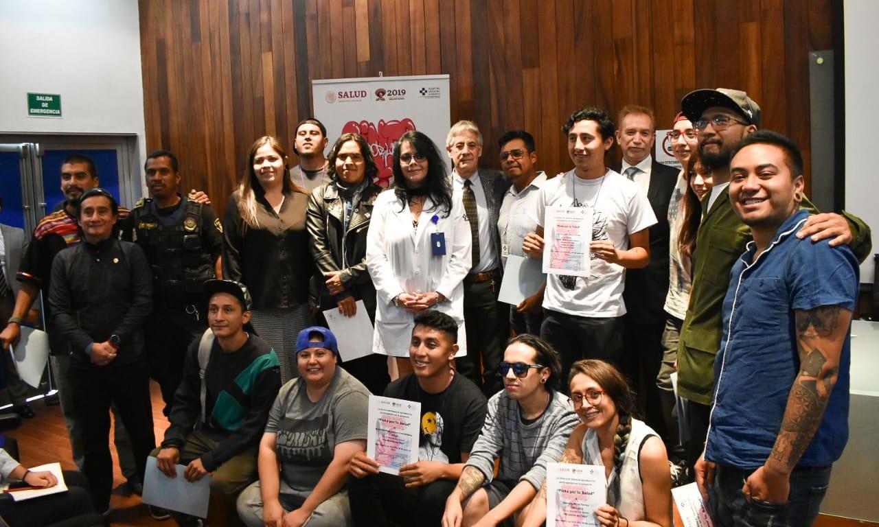 Artistas urbanos transforman la imagen exterior del Hospital General de México