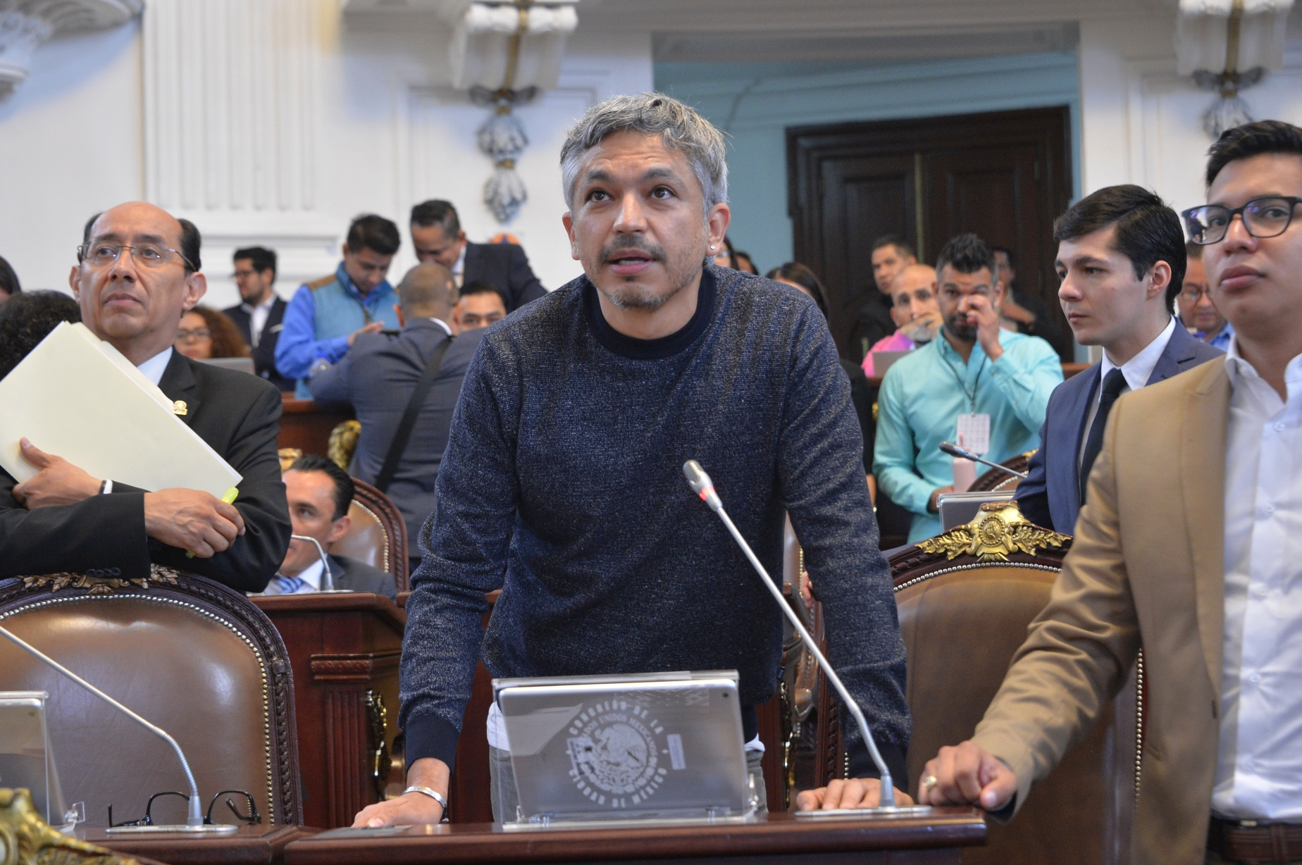 Presentan iniciativas para fortalecer las sanciones en contra de Policías que integran pandillas