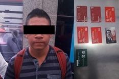 Policías Auxiliares de la SSC detienen a un Hombre por presunto fraude en la estación Chilpancingo del Metrobús