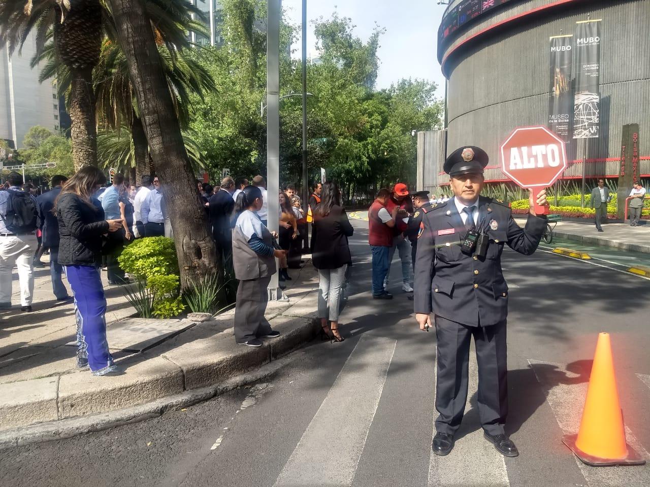 Policías de la PBI de la SSC apoyan en simulacro de incendio en la Bolsa Mexicana de Valores