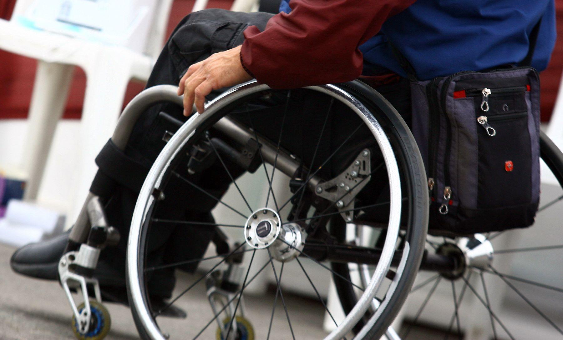 Entrega alcaldía Iztacalco 200 apoyos económicos a personas mayores y discapacitadas para emprender o reforzar negocios