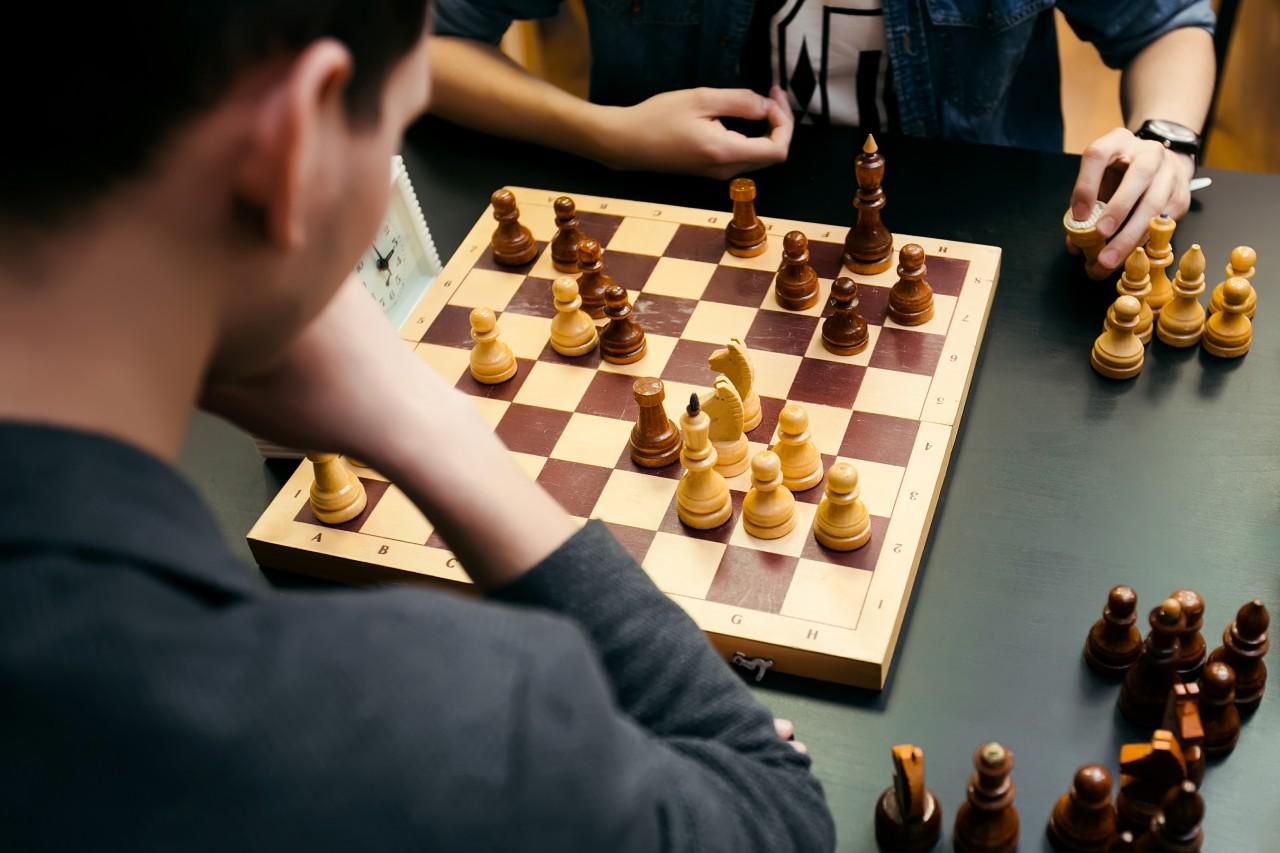 Propone Martí Batres incluir al ajedrez como estrategia pedagógica