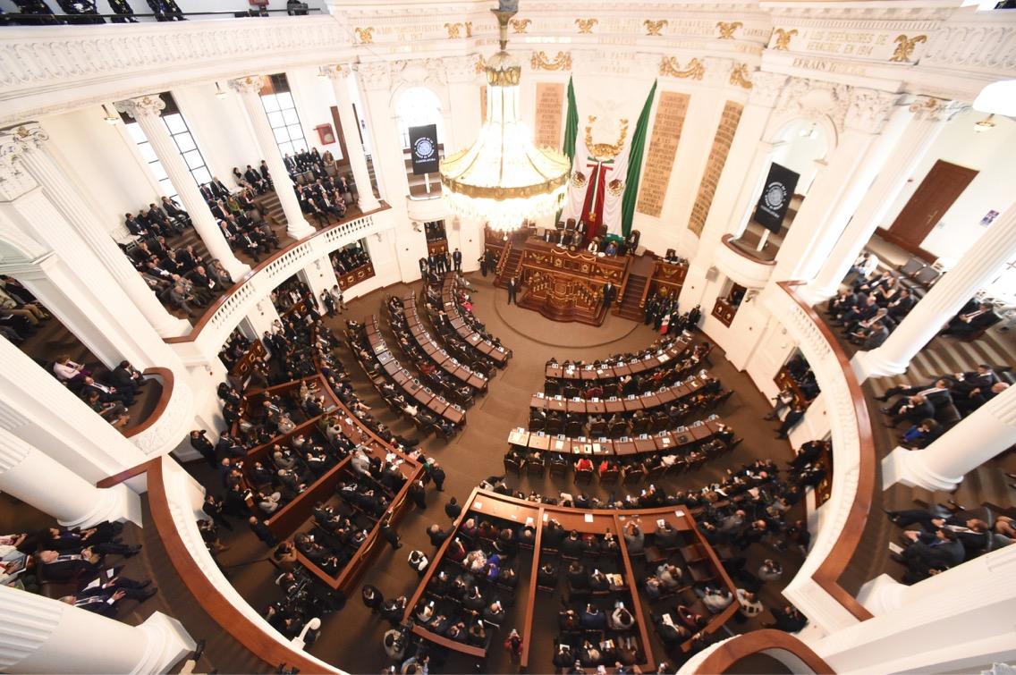 El Congreso de la CDMX se deslinda de la entrega de doctorados honoris causa