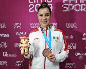Dafne Navarro conquista el bronce en gimnasia de trampolín