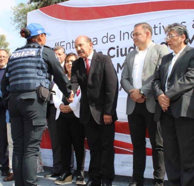 Adquiere alcaldía de Iztacalco nuevo equipamiento vehicular y entrega incentivos económicos a personal policíaco