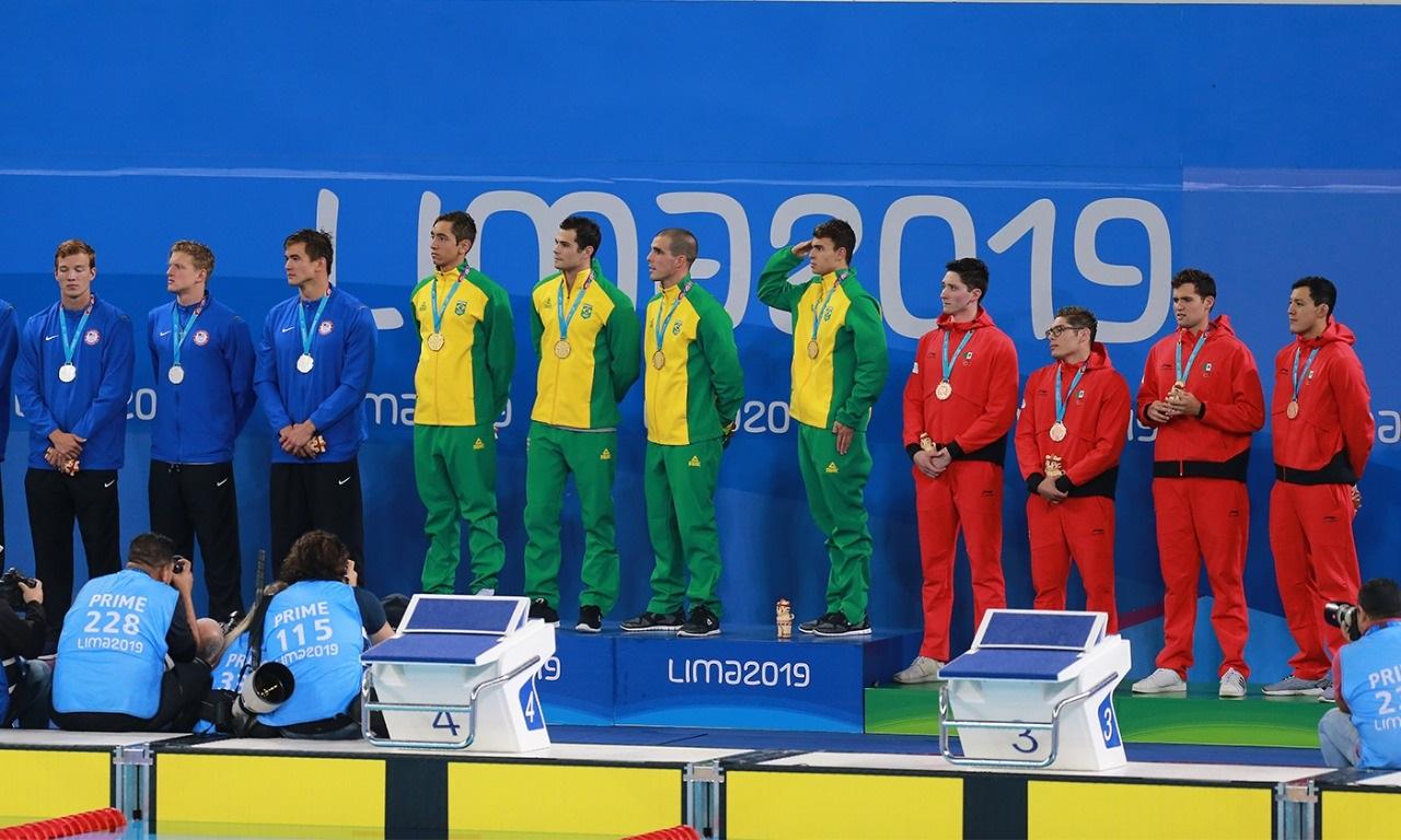 Ganan nadadores mexicanos presea histórica en Lima