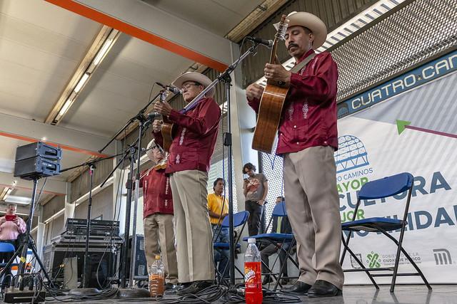 Amplia oferta musical en la estación Cuatro Caminos del Metro