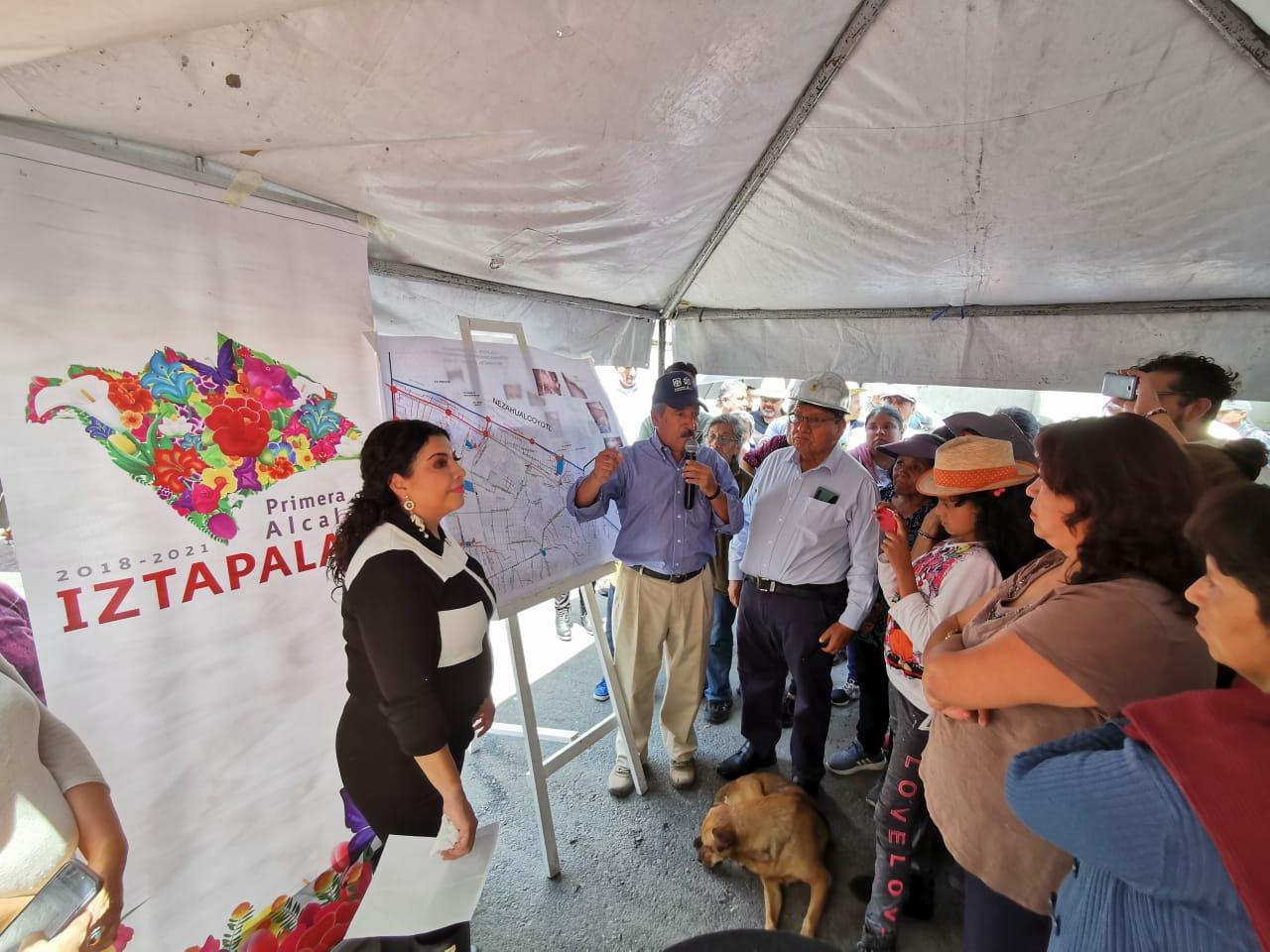Se reúne la Alcaldesa de Iztapalapa con vecinos de Santa María Aztahuacán afectados por las fuertes lluvias del miércoles