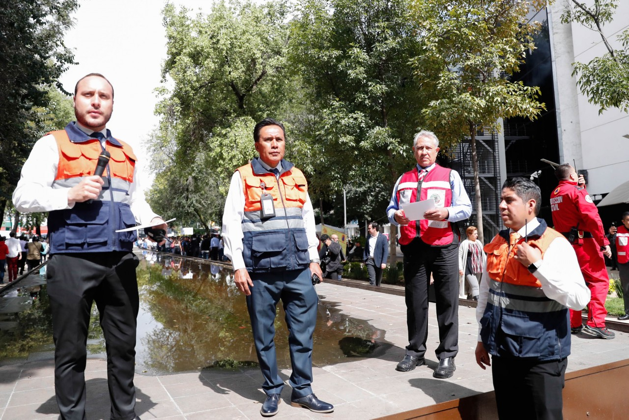 Más de 2 mil personas participan en simulacro de sismo en el Senado