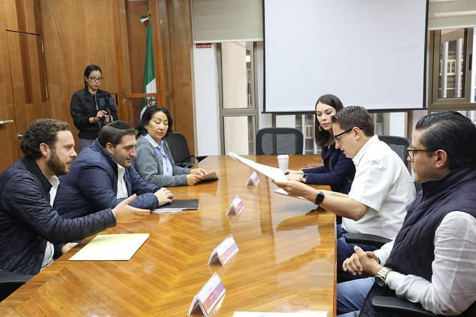 Para evitar corrupción Néstor Núñez entrega personalmente licencias y permisos relacionados con obras