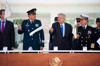 Presidente López Obrador encabeza envío de libros de texto gratuitos en aeronaves de las Fuerzas Armadas