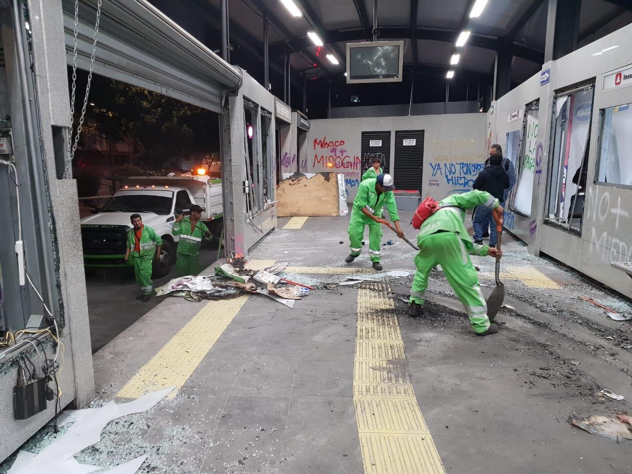 Operativo especial de mantenimiento y limpieza en la Glorieta de Insurgentes, avenida Chapultepec y avenida Florencia