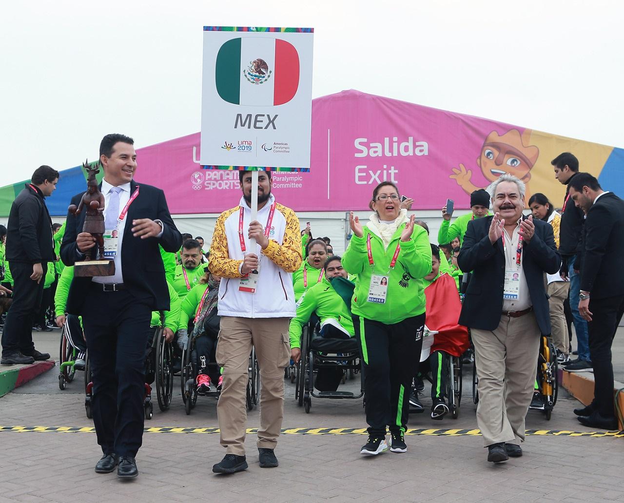 Ondea la bandera de México en la Villa Parapanamericana de Lima 2019