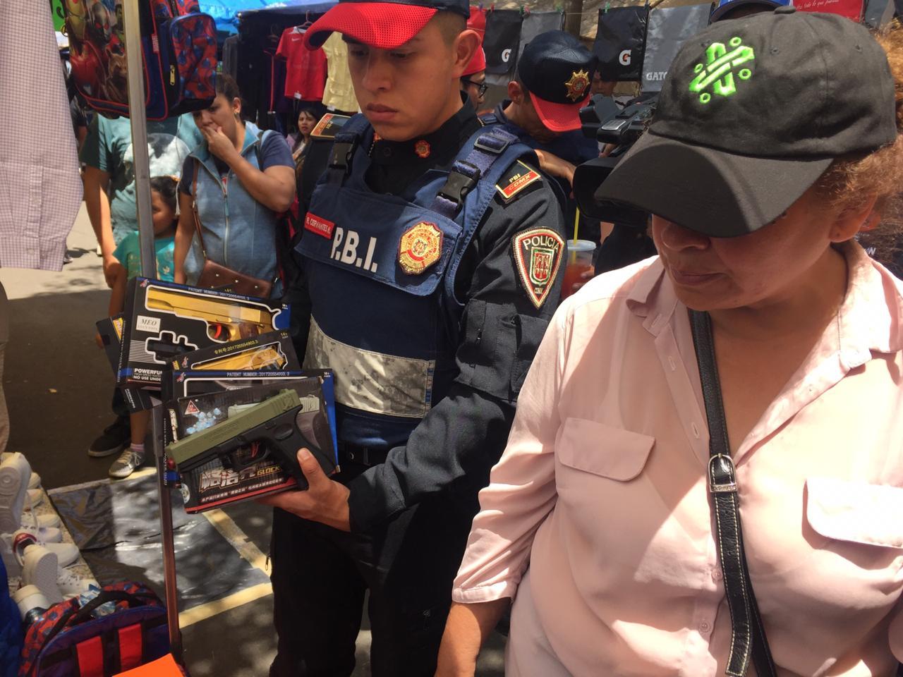 Mediante operativo Tianguis Seguro, la Alcaldía Álvaro Obregón inhibe el robo a celular e incautación de armas
