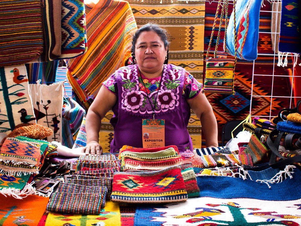 Pueblos originarios tejen historias en la Fiesta de las Culturas Indígenas