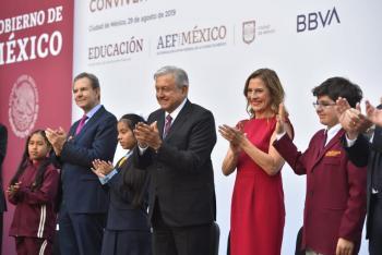 En Palacio Nacional presidente convive con ganadores de Olimpiadas del Conocimiento Infantil de todo el país