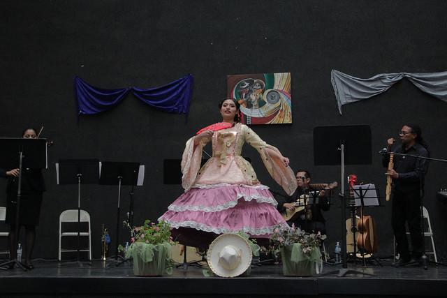 Conversan en la Escuela de Mariachi sobre historia de la música vernácula