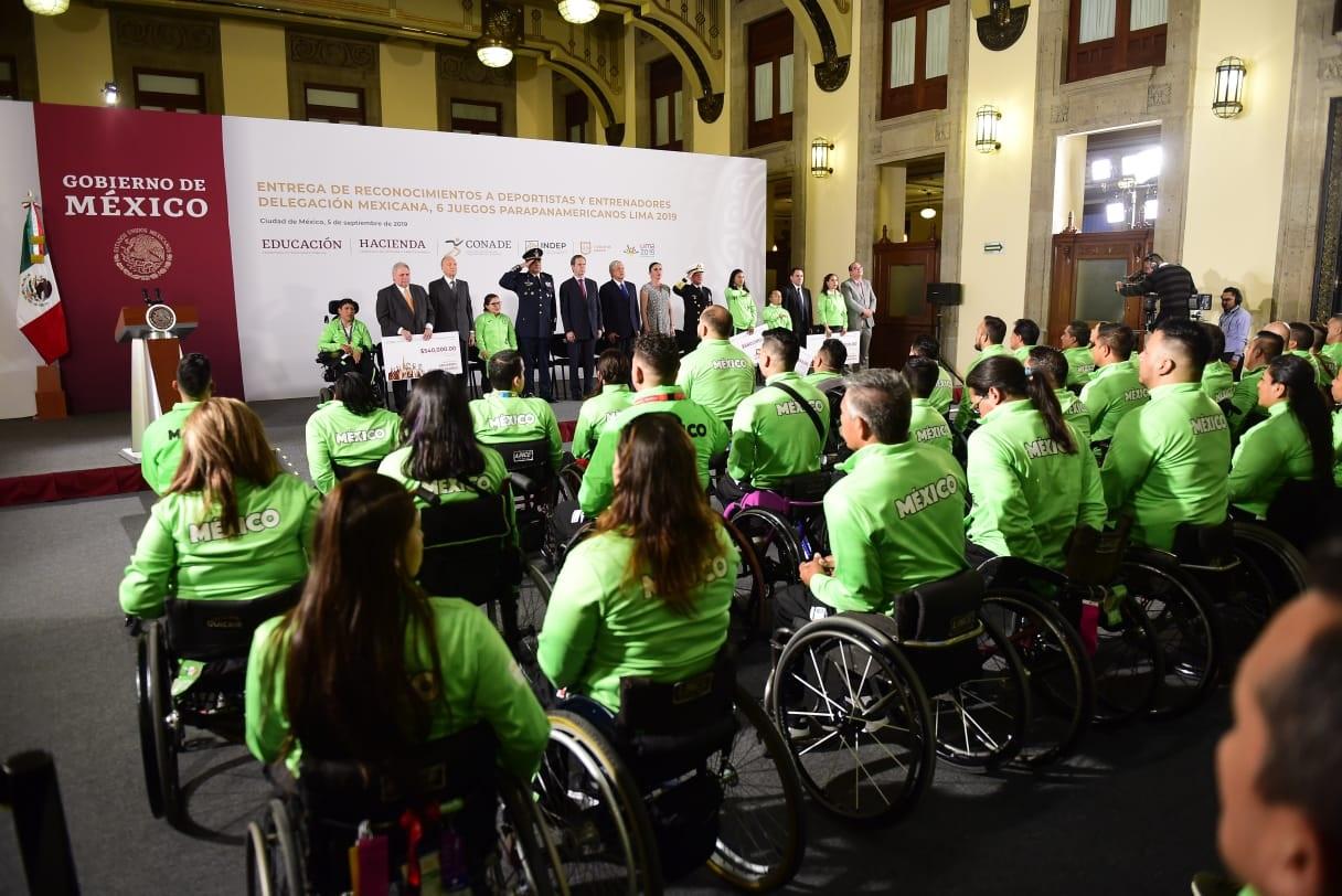 Entrega Andrés Manuel López Obrador estímulos a atletas de Parapanamericanos Lima 2019