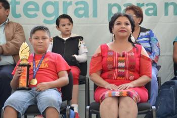Reconoce Clara Brugada al niño Juan Pablo González por su triunfo en Campeonato de Cálculo Mental en China