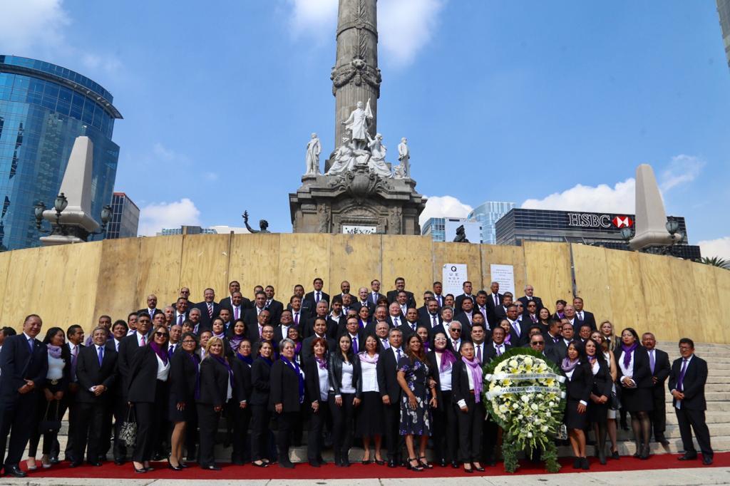 Alcaldía de Coyoacán montó una guardia de honor en el Ángel de la Independencia para conmemorar el CCIX aniversario del inicio de la gesta histórica