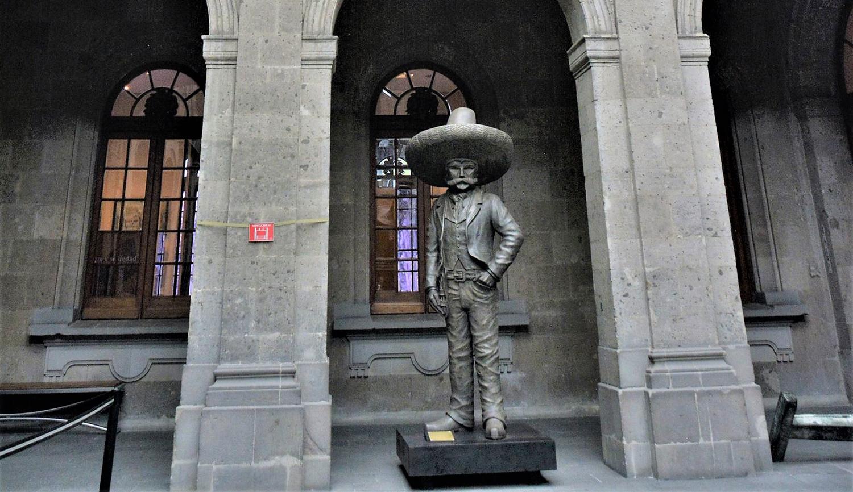 Exhibición de escultura a la escala del mito de Emiliano Zapata