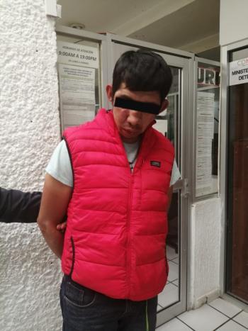Policías Auxiliares de la SSC detienen a un presunto implicado con robo a transeúnte en la Central de Abasto