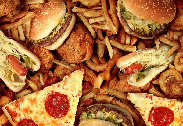 Alimentos y bebidas chatarra, los más buscados por precio y practicidad