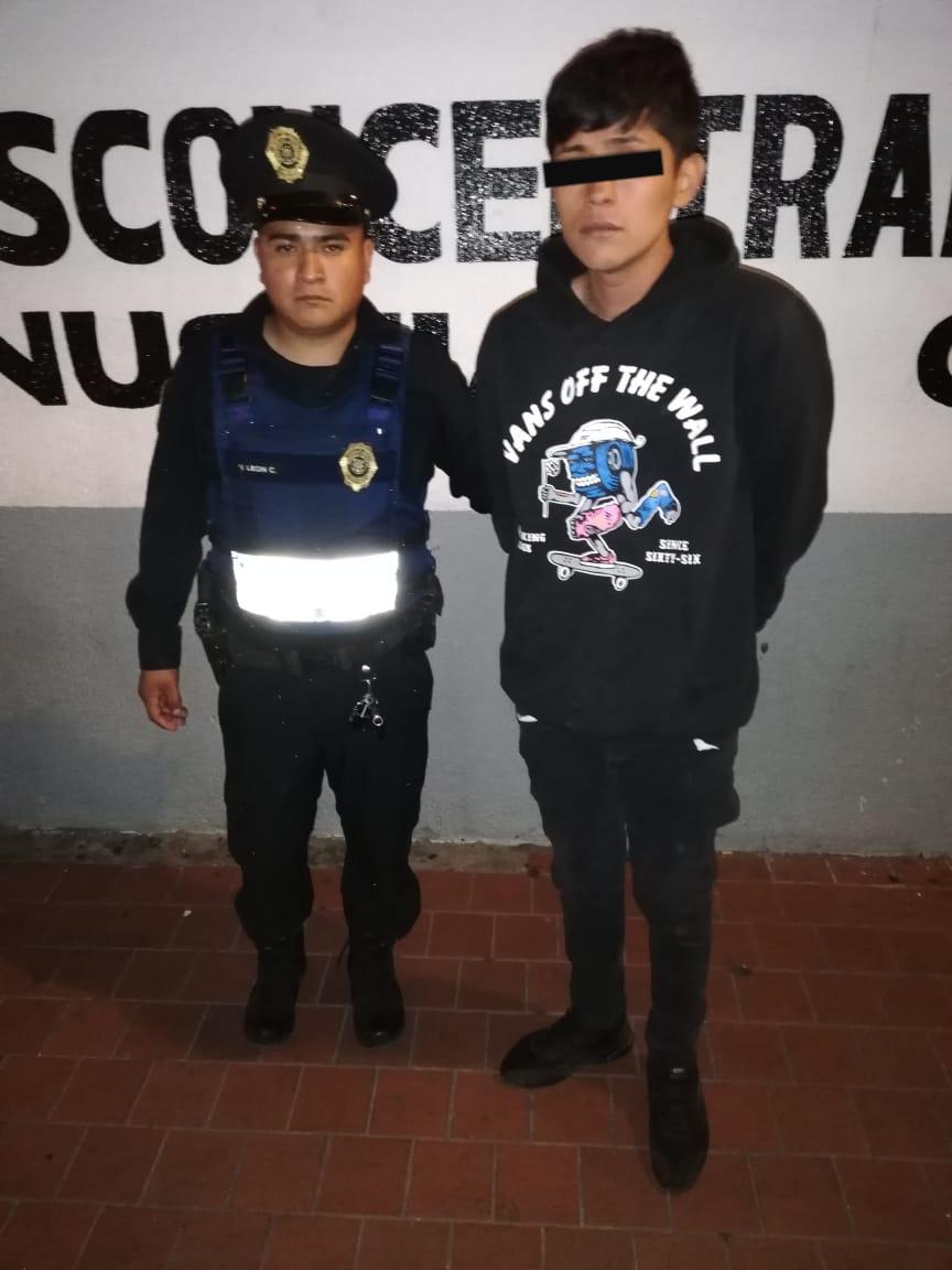 Por robo a negocio en Venustiano Carranza Policías de la SSC detienen a implicado