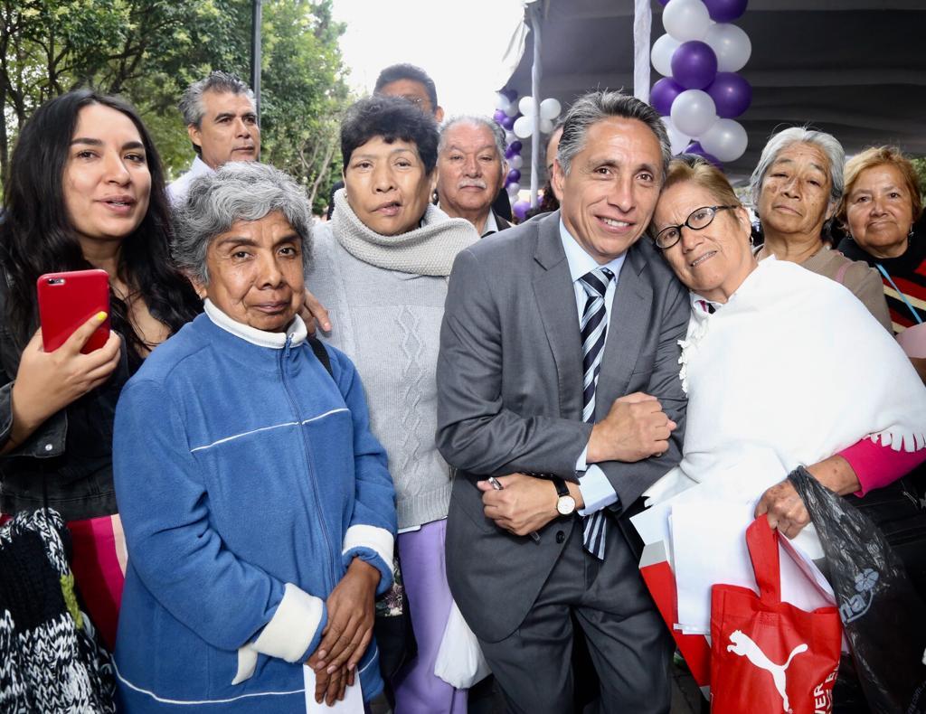 Alcaldía de Coyoacán entrega apoyos a personas con enfermedades crónico-degenerativas