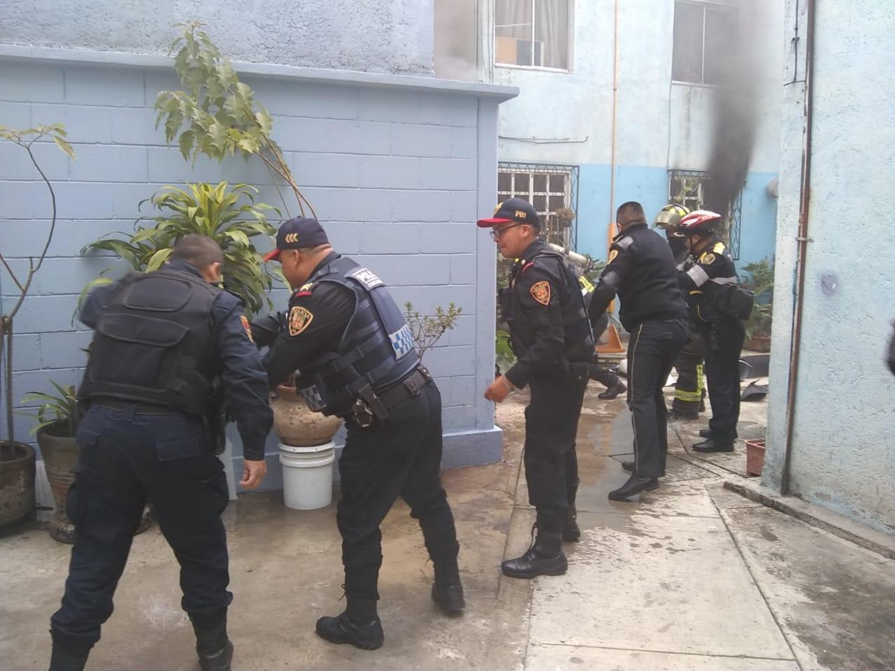 SSC apoya a cuerpos de emergencia en el control de incendio de un departamento en Benito Juárez
