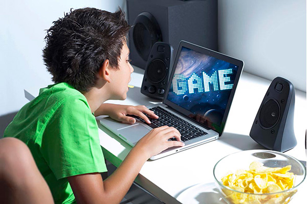 Más de siete horas al día invierten adictos a videojuegos