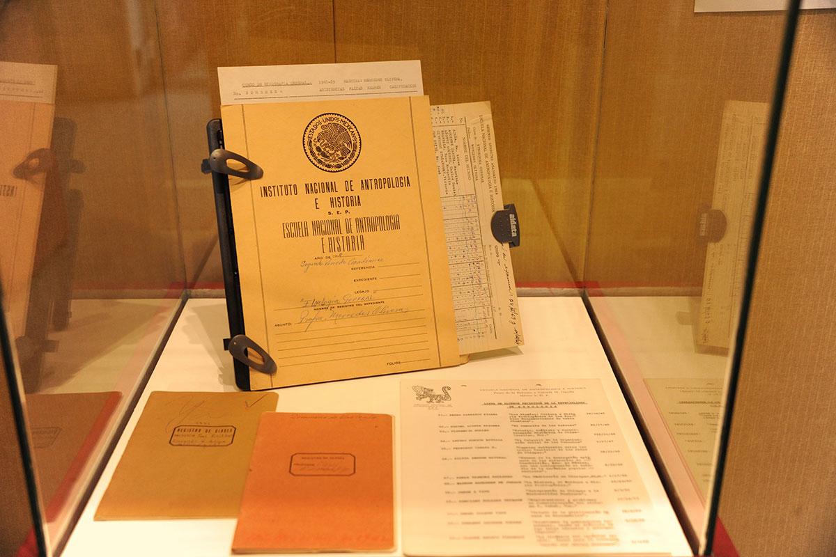 Catálogo y exposición rinden homenaje a los primeros años de la ENAH