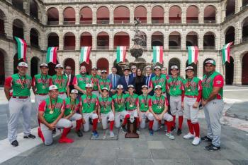 Presidente López Obrador recibe al equipo mexicano de béisbol, campeón de la Serie Mundial Infantil Cal Ripken Jr.