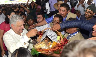 En Temozón, presidente anuncia centro de acopio de miel; ofrecerá Precios de Garantía en la península de Yucatán