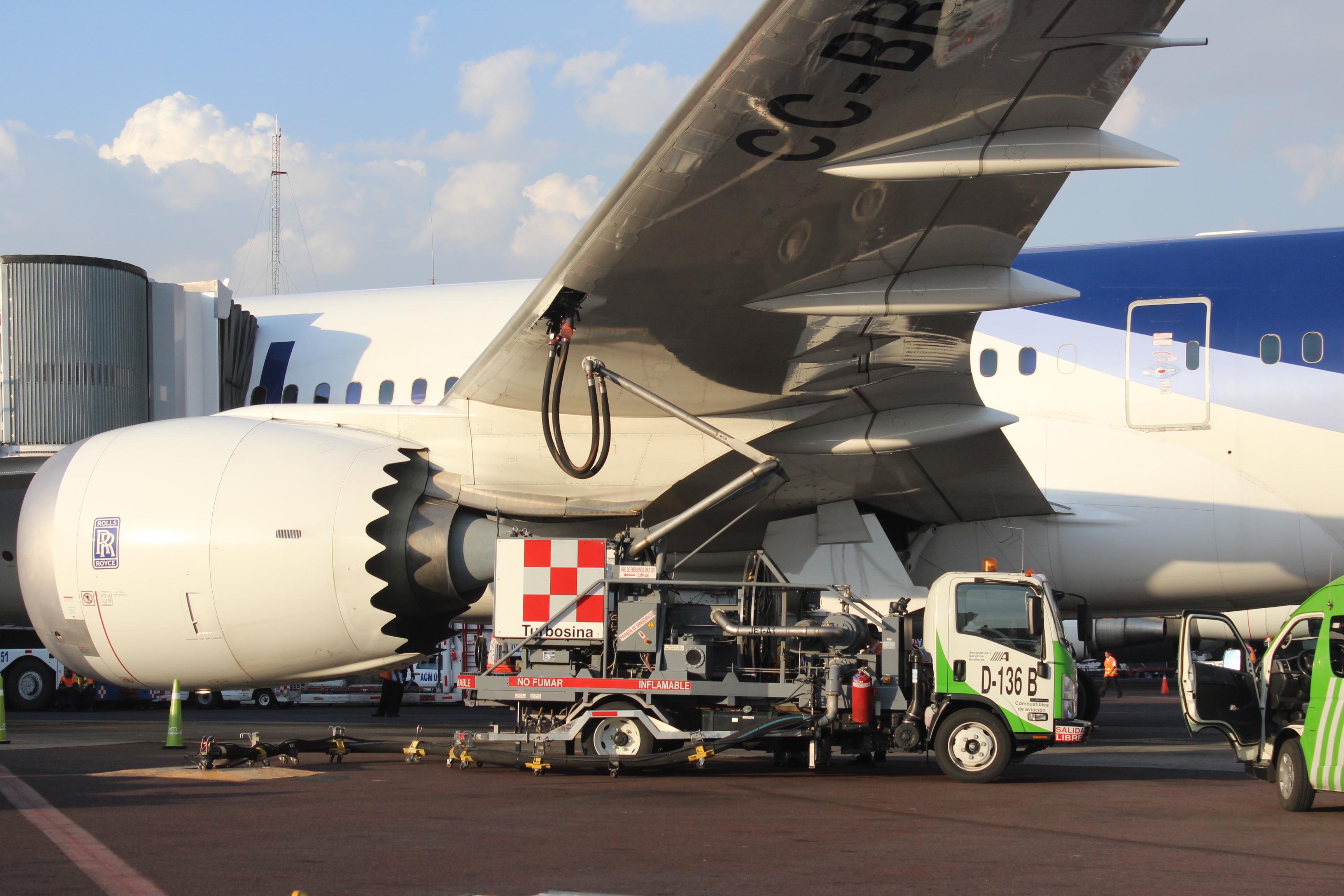 Con un laboratorio especializado, acreditado por la EMA, ASA garantiza la calidad de los combustibles de aviación