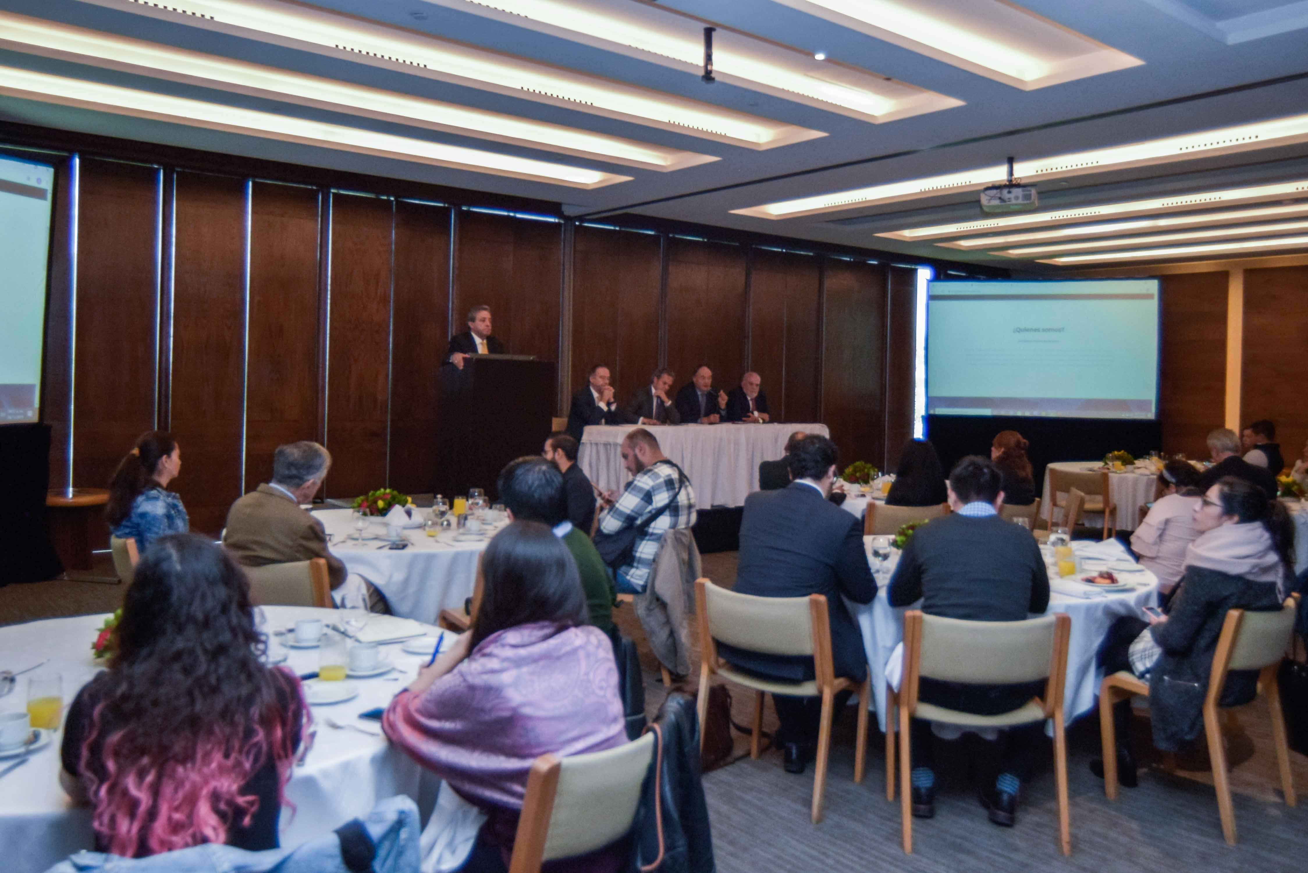 Invitan a las empresas en México a que sus colaboradores ganen por lo menos $6,500 pesos mensuales